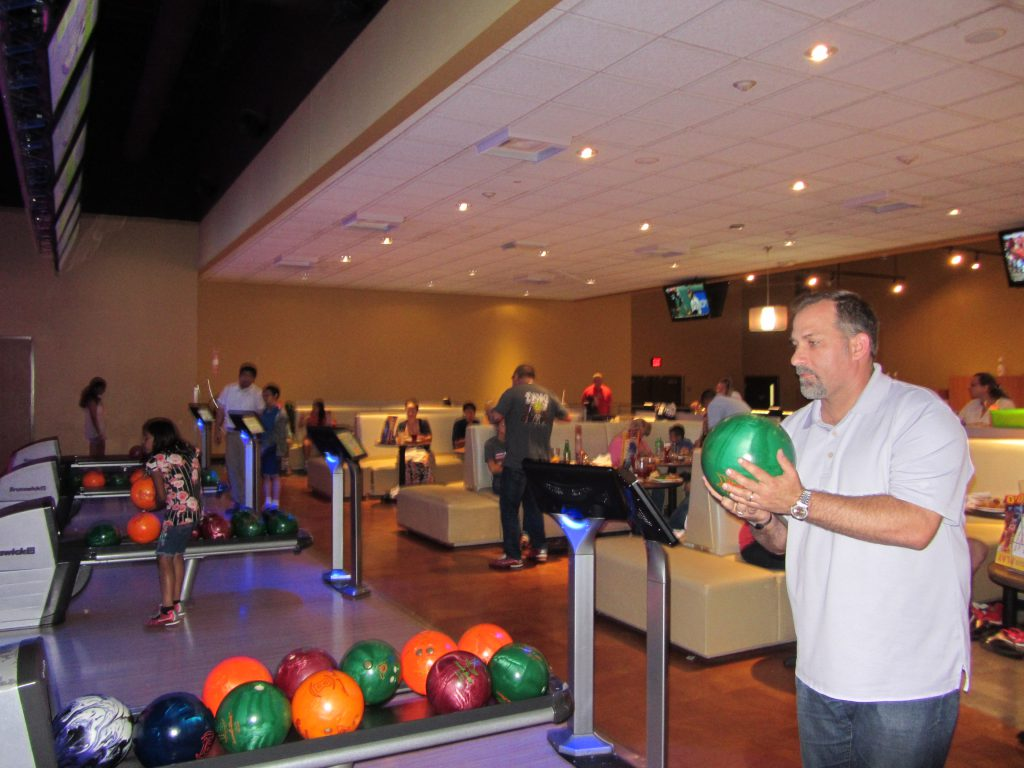 ActioNeters gathered to bowl and have fun in Texas Summer Party